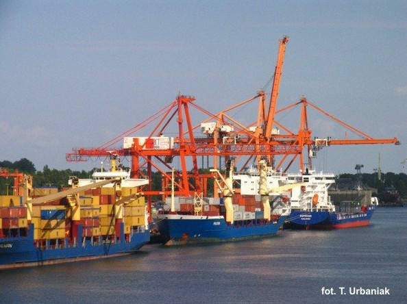 port_kontenery6.jpg